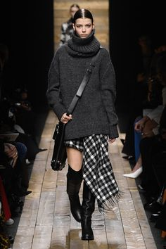 Michael Kors Collection Fall 2020 Ready-to-Wear Fashion Show - Michael Kors Collection Fall 2020 Ready-to-Wear Collection – Vogue - Michael Kors Style, Michael Kors Looks, Michael Kors Fall, Michael Kors Fashion, Fashion Week, New York Fashion, Runway Fashion, Runway Models, Gossip Girl Reboot
