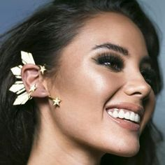 Ear cuff of Catriona Gray Patriotic Filipino ear cuff! Represents the sun and stars on the flag ❤️ Miss Universe Philippines, Miss Philippines, Punk Rock Princess, Filipino Fashion, Gray Instagram, Celebrity Photography, Sun And Stars, Beauty Pageant, Grey Fashion