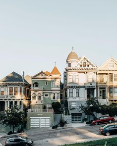 architecture at Alamo Square, San Francisco, photo by Eliska & Lukas, Couple of Prague. Beautiful World, Beautiful Places, Places To Travel, Places To Go, Travel Destinations, Voyage Usa, Alamo Square, San Francisco Travel, San Francisco Houses