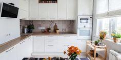 Panellakás a 3. kerületben - 50m2-es, kétszobás otthon felújítása és berendezése egyedülálló hölgy részére - Lakberendezés trendMagazin Small Living Rooms, Kitchen Interior, Ikea, Kitchen Cabinets, House Design, Home Decor, Room Ideas, Design Ideas, Home Kitchens