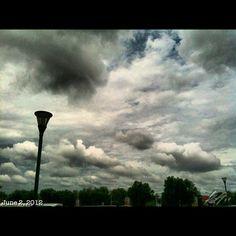 台風の影響?雲が早い #typhoon passing #sky #cloud #philippines #フィリピン #空 #雲