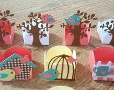 15 Hermosas cajitas para toda ocasión realizadas con solo un molde ~ cositasconmesh Diy And Crafts, Crafts For Kids, Paper Crafts, Party Invitations, Party Favors, Storybook Party, Bird Party, Bird Theme, Baby Shower Parties