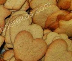 … uit ouma se spens Die is en bly my favourite koekie forever, ek deel graag. koekmeelblom 7 ml koeksoda 5 ml fyn gemmer 3 ml fyn kaneel 200 g botter of margarien 200 g bruinsuiker 1 ei… Baking Recipes, Cookie Recipes, Snack Recipes, Old Fashioned Biscuit Recipe, Sweet Crepes Recipe, Toffee Cookies, South African Recipes, Crepe Recipes, Biscuit Cookies