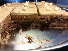 Tarta de galletas, chocolate, flan y moka, todo un clásico.....que recuerdos!!!