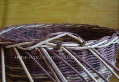tvorba - Pletení z papíru - Uzavírka třípárová - dvoubarevná Diy And Crafts, Paper Crafts, Paper Weaving, Picnic, Basket, Hampers, Rolled Paper, Wicker, Manualidades