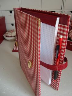 Doesn't seem that hard to figure out. Wrapping Ideas, Foam Crafts, Diy Crafts, Cardboard Crafts, Fabric Book Covers, Diy Notebook, Scrapbook Albums, Scrapbooking, Handmade Books