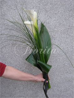 Ikebana Arrangements, Flower Arrangements Simple, Purple Flowers, Wild Flowers, Funeral Bouquet, Contemporary Living Room Furniture, Memorial Flowers, Calla, Flower Boxes