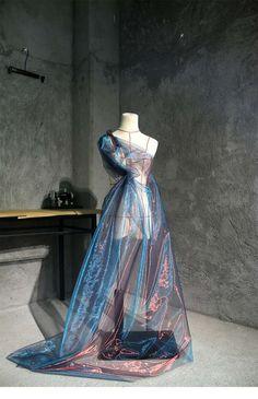 Look Fashion, Fashion Art, Fashion Show, Fashion Design, Space Fashion, Weird Fashion, Shiny Fabric, Lace Fabric, Looks Chic