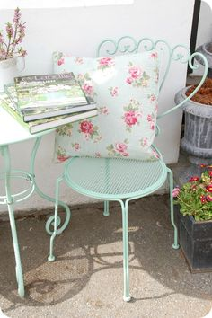 A touch of shabby on the patio