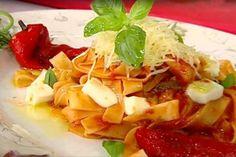 Paste cu sos aromat de roșii și legume asortate, gratinate cu parmezan și mozzarella