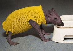 Alien-Wearing-Sweater.jpg (500×352)