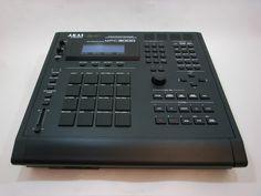 Custom MPC 3000 all black. this sh** is tough! Beats Studio, Home Studio Music, Music Machine, Drum Machine, Studio Equipment, Studio Gear, Music Production Equipment, J Dilla, Drum Pad