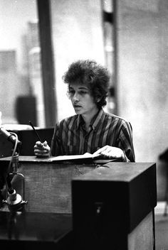 Bob Dylan in the studio Bd Cool, Bob Dylan Quotes, Minnesota, El Rock And Roll, Watery Eyes, Blues, Idole, Beatnik, Music Magazines