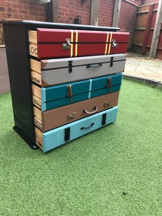 Harry Potter chest of drawers hand made up cycled Harry Potter Kommode handgemacht gefahren Baby Harry Potter, Harry Potter Suitcase, Harry Potter Casas, Natal Do Harry Potter, Casas Estilo Harry Potter, Harry Potter Navidad, Objet Harry Potter, Harry Potter Weihnachten, Harry Potter Thema