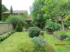 La Motte (86): le logis était précédé d'une grande cour, d'un portail entouré de jardins; à l'est, une vaste grange, avec porte charretière, au nord-ouest, un fournil, un four à pain et 2 petits toits.