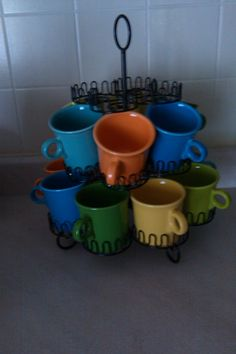 Use a cupcake stand to display your Fiesta coffee cups! Coffee Cup Storage, Coffee Mug Display, Coffee Cups, Fiesta Kitchen, Dish Display, Stoneware Mugs, Vintage Kitchen, Interior Design Living Room, Tea Party
