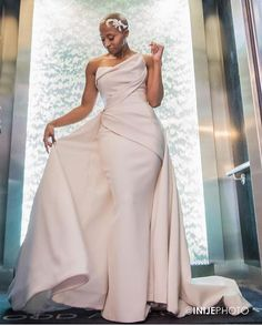 Perfect fit! #naturalhairbride #munaluchibride   #Repost @awbeach  This photo this dress and most of all this Bride are everything...and then some!! Our sweet Cerrone in all her beauty captured by the oh so talented @inijephoto !! #stunningdress #ohsobeau