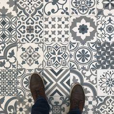 Tile Effect Vinyl Flooring, Vinyl Flooring Rolls, Cushioned Vinyl Flooring, Bathroom Floor Tiles, Linoleum Flooring Bathroom, Kitchen Floor Tile Patterns, Hallway Flooring, Loft Bathroom, Porch Flooring