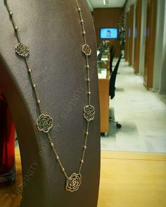out bijou cache dans ses details une longue histoire! #Rafinity #savoirfaire #bijoux #gold #highjeweller Mall, Creations, Jewelry Design, Jewellery, Chain, Instagram, Fashion, Jewels, Kaftan