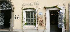 Neben dem gotischen Portal mit dem Flüsterbogen am Untermarkt in Görlitz finden Sie die wunderschöne Glasgalerie Art Glas Else