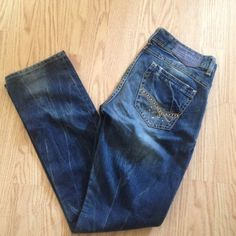 Tommy Hilfiger denim Victoria Worn once. The color is super deep blue. The size is 29. The in steam is 32. Tommy Hilfiger Jeans