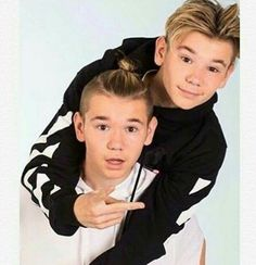 ❤ They are so cute😍 Twin Boys, Twin Brothers, Dream Boyfriend, Celebs, Celebrities, Handsome Boys, M Photos, Pictures, Justin Bieber
