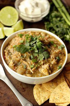 Slow Cooker Chicken Chile Verde – Gluten-free, Dairy-free, Paleo-friendly // tasty-yummies.com