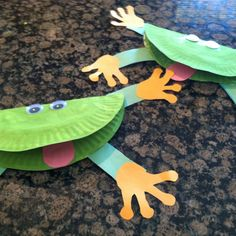 Cute frog paper plate craft: for added fun, use a party blower for a tongue.