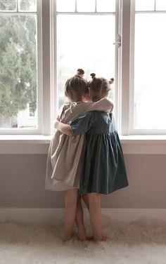 Twin hugs in gorgeous dresses by Emmies Room Kids Hugging, Little Ones, Little Girls, Cute Babies, Baby Kids, Summer Family Photos, Handmade Dresses, Little Girl Dresses, Kind Mode