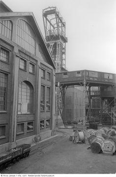 Oranje Nassau Mijn III, Heerlerheide (1952-1953) Holland, Building Art, Modern Architecture, Nostalgia, Art Deco, Street View, Industrial, Nassau, Vintage