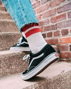 Vans - Always good for a nice urban look together with some fancy socks Urban Outfitters Florida ( Urban Street Fashion, Urban Outfitters, Vans Sneakers, Vans Shoes, Black Sneakers, Grey Shoes, Vans Old Skool, Grunge Fashion, Mens Fashion