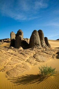 Sands of Time - Spectacular Tamanrasset, Algeria Desert Dream, Desert Life, Desert Sahara, Places To Travel, Places To Visit, Deserts Of The World, Beau Site, Photos Voyages, Natural World