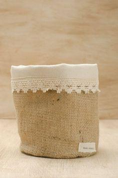 Burlap Crafts, Fabric Crafts, Diy And Crafts, Burlap Sacks, Hessian, Diy Bag Designs, Fabric Storage Boxes, Sewing Baskets, Jute Bags