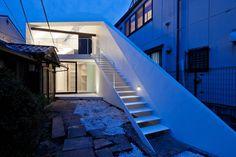 Satoshi Kurosaki/APOLLO Architects & Associates, Arrow House, Tokyo #architecture #house #staircase