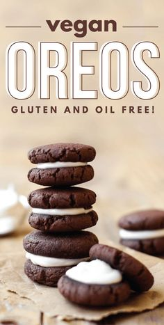 Easy Vegan Oreos (gluten and oil free) SO good! We filled ours with a mix of PB + coconut butter + vanilla. Even though Oreos are already vegan Desserts Végétaliens, Vegan Dessert Recipes, Vegan Sweets, Vegan Snacks, Dairy Free Recipes, Recipes Dinner, Vegan Recipes For Kids, Vegan Baking Recipes, Vegan Gluten Free Desserts