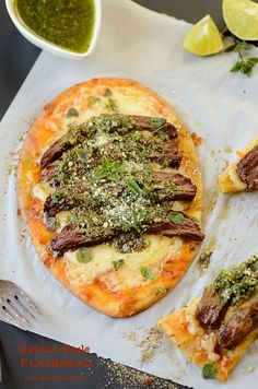 Gaucho-Style Flatbread is topped with grilled skirt steak and chimichurri sauce, and served either as a quick main dish or an appetizer. Mexican Food Recipes, Beef Recipes, Cooking Recipes, Chicken Recipes, Healthy Recipes, Steak With Chimichurri Sauce, Grilled Skirt Steak, Skirt Steak Recipes, Good Food