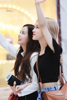 Off the Page__🤍 ( South Korean Girls, Korean Girl Groups, Divas, Black Pink Kpop, Jennie, Blackpink Photos, Entertainment, Kpop Outfits, Blackpink Jisoo