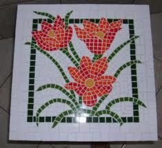 Mosaico - mesa quadrada flores vermelhas