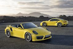 porsche 911 turbo S et 911 turbo S cabriolet 2016 jaune