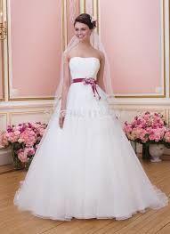 Resultado de imagem para faixas para vestidos de noiva lilas