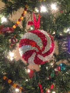 Rockin' and Lovin' Learnin': Monday Made It. Christmas Ornaments To Make, Christmas Art, Handmade Christmas, Christmas Tree Decorations, Christmas Projects, Holiday Crafts, Christmas Holidays, Christmas Ideas, Sequin Ornaments