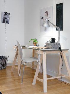 #escritorio #mesa #decoraçao http://www.comoeonde.com/mesas-de-cavaletes-veja-os-mais-belos-modelos/