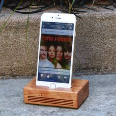 With its improved acoustic properties, and its striking design, the CONCERT dock is perfect for the music lover. It fits the iPhone 6 and is