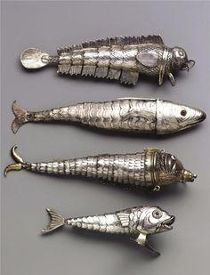 Four Century Continental Silver Articulated Fish [Snuff Pendants] with engraved scales, three with gem-set eyes and hinged covers. Argent Antique, Antique Silver, Vintage Silver, Silver Jewelry, Vintage Jewelry, Silver Ring, Silver Pendants, Antique Jewelry, Silver Earrings