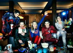 All In The Family: Inside DC's Ultimate Superhero Crossover - Photo: Brandon Routh (The Atom), Stephen Amell (Green Arrow), Melissa Benoist (Supergirl), Grant Gustin (The Flash), and Caity Lotz (White Canary) Supergirl Dc, Supergirl And Flash, Arrow Flash, Series Dc, Hight School Musical, Cw Crossover, Flash Funny, Superhero Shows, The Flash Grant Gustin