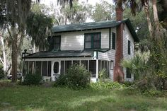 Lake house on Lake Weir, Florida, where Ma Barker and her gang were captured, some were killed including Ma Barker herself. This house has sat unoccupied for decades. Beach Activities, Old Florida, Lake Cottage, Open Fires, Haunted Places, White Sand Beach, Mediterranean Style, Gangsters, Abandoned Houses