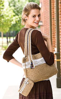 Jute Bag, part of Crochet World's FREE Pattern of the Month. Get the download here: http://www.crochet-world.com/monthly_project.php?series_id=4&id=44&source=fcebkcw