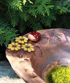 Keramické pítko s beruškou Keramické pítko, keramická mísa s beruškou Rozměr 22 x 32 cm