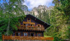Zamkovského chata v objatí Vysokých Tatier za cenu 10 € noc/osoba. Cabin, House Styles, Home Decor, Decoration Home, Room Decor, Cabins, Cottage, Home Interior Design, Wooden Houses