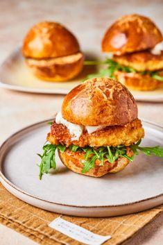 Salmon Burgers, Mozzarella, Guacamole, Healthy Recipes, Healthy Food, Hamburger, Cooking, Ethnic Recipes, Kitchen